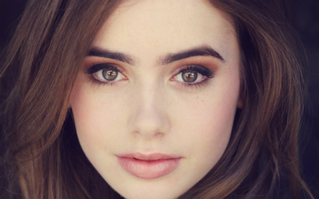 Lily Collins rockin' the pale skin.