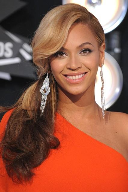 Beyonce_gl_30aug11_PA_426x639_1