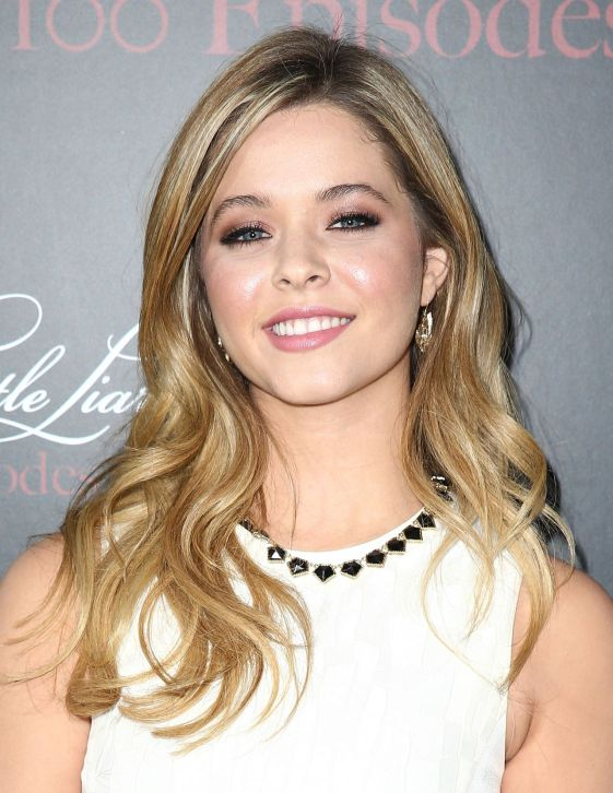 sasha-pieterse-at-pretty-little-liars-100th-episode-celebration-in-hollywood_1