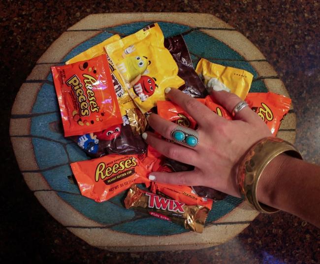 candy_reaching