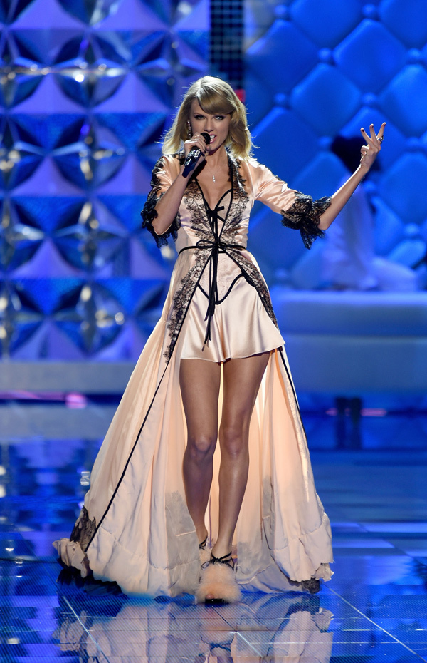 taylor-swift-perform-victorias-secret-fashion-show-2014 (1)
