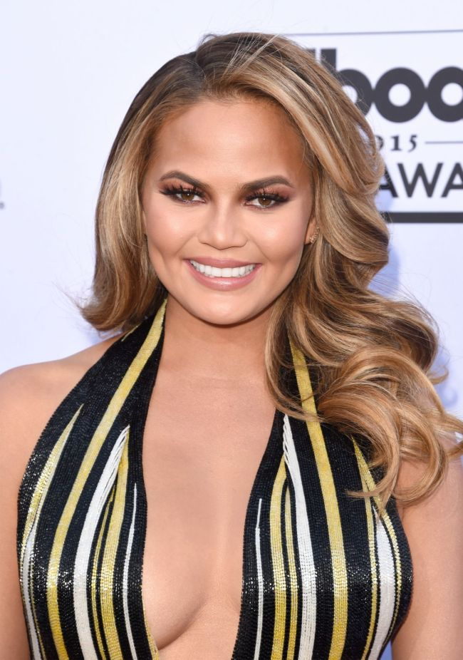 chrissy-teigen-at-2015-billboard-music-awards-in-las-vegas_1