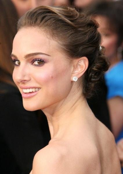 natalie-portman-perfect-smile-celebrity-mole-hollywood
